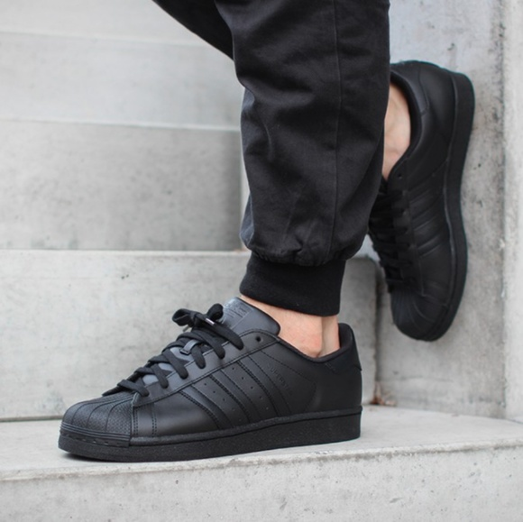84340e32 All Black Adidas Superstar Shell toe size 10